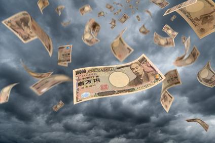 宙に舞う1万円札