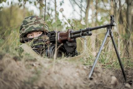 戦争で戦う兵士の画像