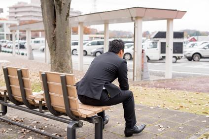 休憩するビジネスマンのイメージ画像