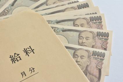 給料袋 紙幣の画像