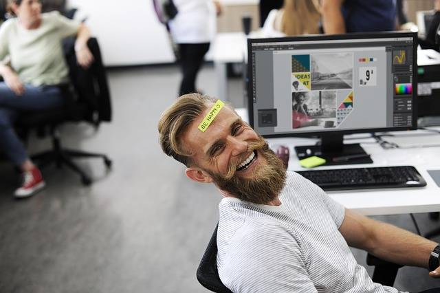 社内で働く人のイメージ